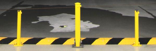 Installation parking avec ralentisseurs métalliques
